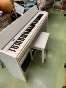 ROLAND  F-140   デジタル電子ピアノ